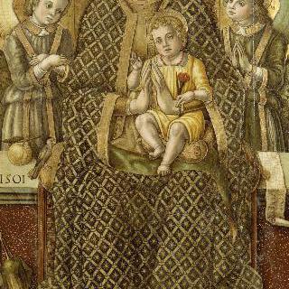 두 천사 사이의 성모와 아기 예수