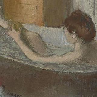 욕조에서 다리를 닦는 여인