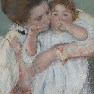 녹색 배경 앞의 엄마와 아기