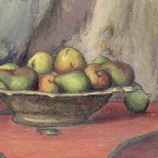 빨간 식탁보 위의 과일 그릇