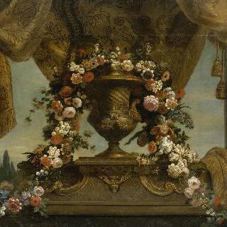 반암 받침대 위에 놓인 금색 꽃병