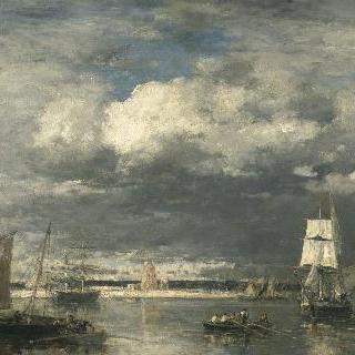 폭풍우치는 하늘 아래의 카마레 항구