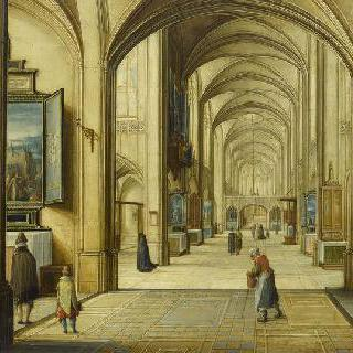 방문객들에게 그림을 가리키는 성당관리인이 있는 성당 내부