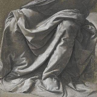 앉아있는 인물의 주름진 옷