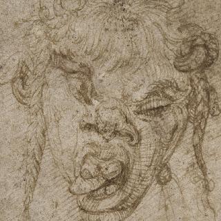두개골 위로 숫양의 두개의 작은 뿔이 달린 사티로스의 두상