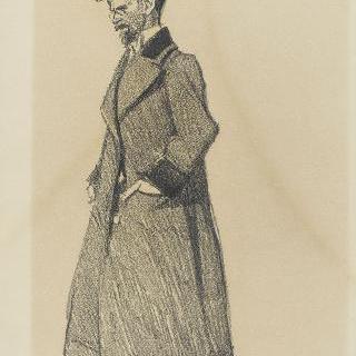 외투와 길이가 긴 모자를 착용한 서 있는 남자