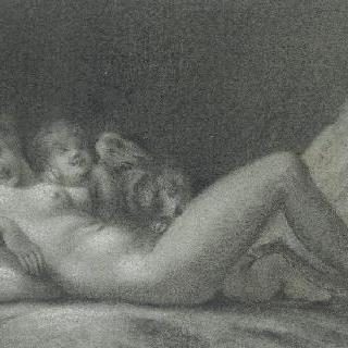 누워있는 나체의 여인과 같이 있는 두 명의 에로스