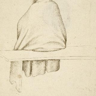 의자에 앉아있는 두건을 쓴 순례자 모습의 남자의 뒷모습