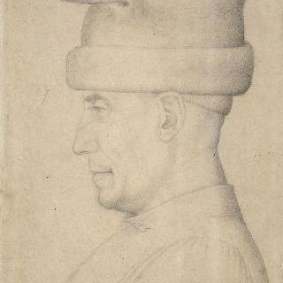 챙없는 모자를 쓴 니콜로 피치니노의 좌측 방향의 측면 상반신