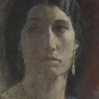 귀걸이를 착용한 정면 모습의 여인의 초상