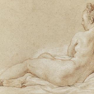 누워있는 나체의 여인의 뒷모습