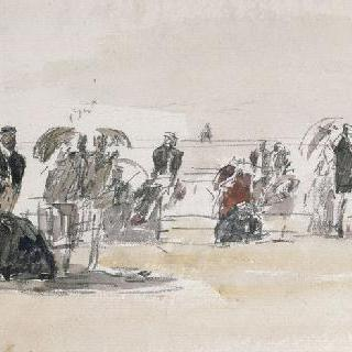 뒷쪽의 바다와 해변가의 앉아있는 사람들과 산책자