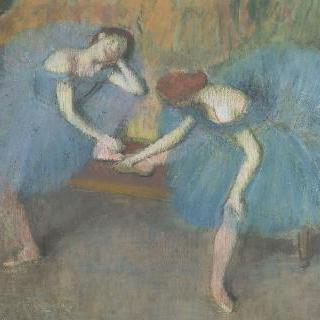 휴식중인 두 여자 무용수 또는 파란 무용복을 입은 두 여자 무용수