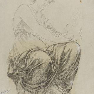 조각을 든 우측 방향의 주름진 천을 두르고 앉아있는 여인
