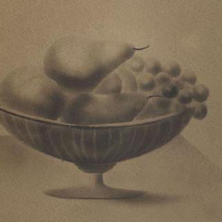 포도, 배, 복숭아가 있는 탁자 위의 판매대