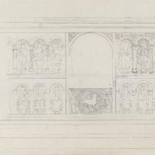 중앙의 어린 양과 조각된 제단과 12사도들