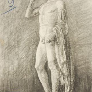 왼쪽 팔에 주름진 천을 들고 있는 고대풍의 남자 나체 전신 동상