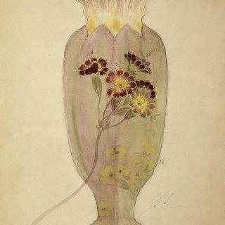 앵초 장식이 있는 앵초꽃 형태의 수정으로 된 화병 모델
