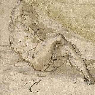 두 다리를 교차한 채 바닥에 누워있는 나체의 남자