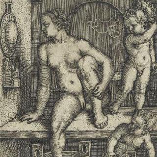 발을 닦고 있는 여자