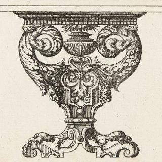 똬리를 튼 뱀 문양이 있는 테이블 다리의 정면 모습을 묘사한 판화