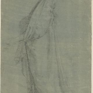왼쪽 방향의 주름진 옷을 입고 서있는 여인