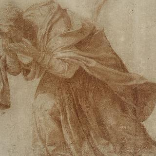 두 손을 눈 앞에 놓은 채 몸을 앞으로 숙인 주름진 옷의 여인