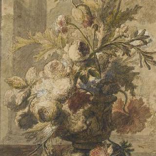 탁자 한 귀퉁이에 놓여진 화병 속의 꽃다발