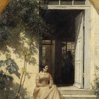 문 입구에 앉아있는 여인