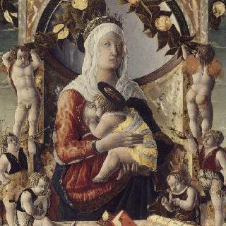 8천사에 둘러싸인 아기 예수를 안고 있는 성모
