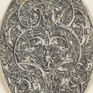 가운데에 에로스가 있는 당초무늬 장식