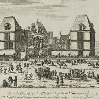 퐁텐블로의 왕립 저택의 입구의 전경