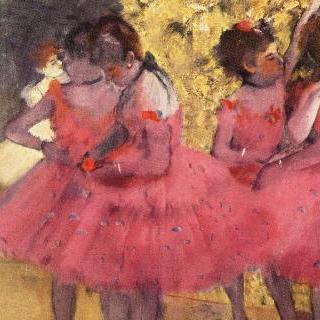 무대 세트 사이의 분홍 옷을 입은 무용수들