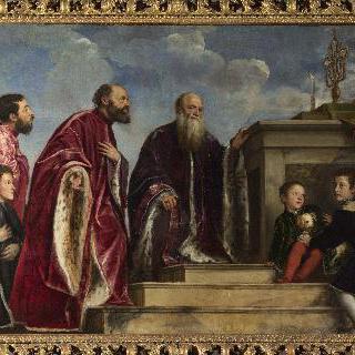 성 십자가의 성유물 앞에 있는 가족구성원들
