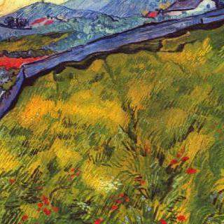 울타리가 있는 초원과 해질녘 산의 풍경