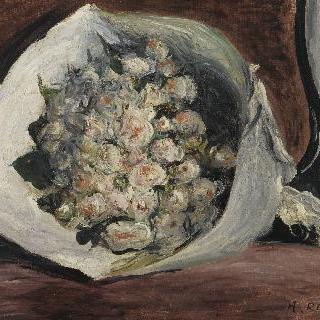 의자에 놓인 꽃다발