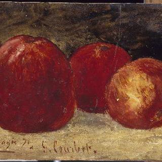 빨간 사과 세개