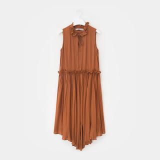 브릭 셔링 플리츠 슬리브리스 드레스