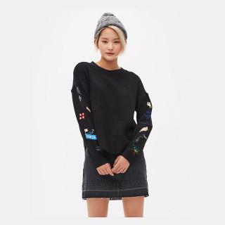 블랙 엠브로이더리 슬리브 스웨터