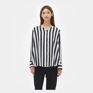 네이비 브이넥 스트라이프 셔츠